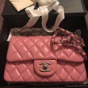 Authentic 💯 CHANEL pink M/L lambskin flap